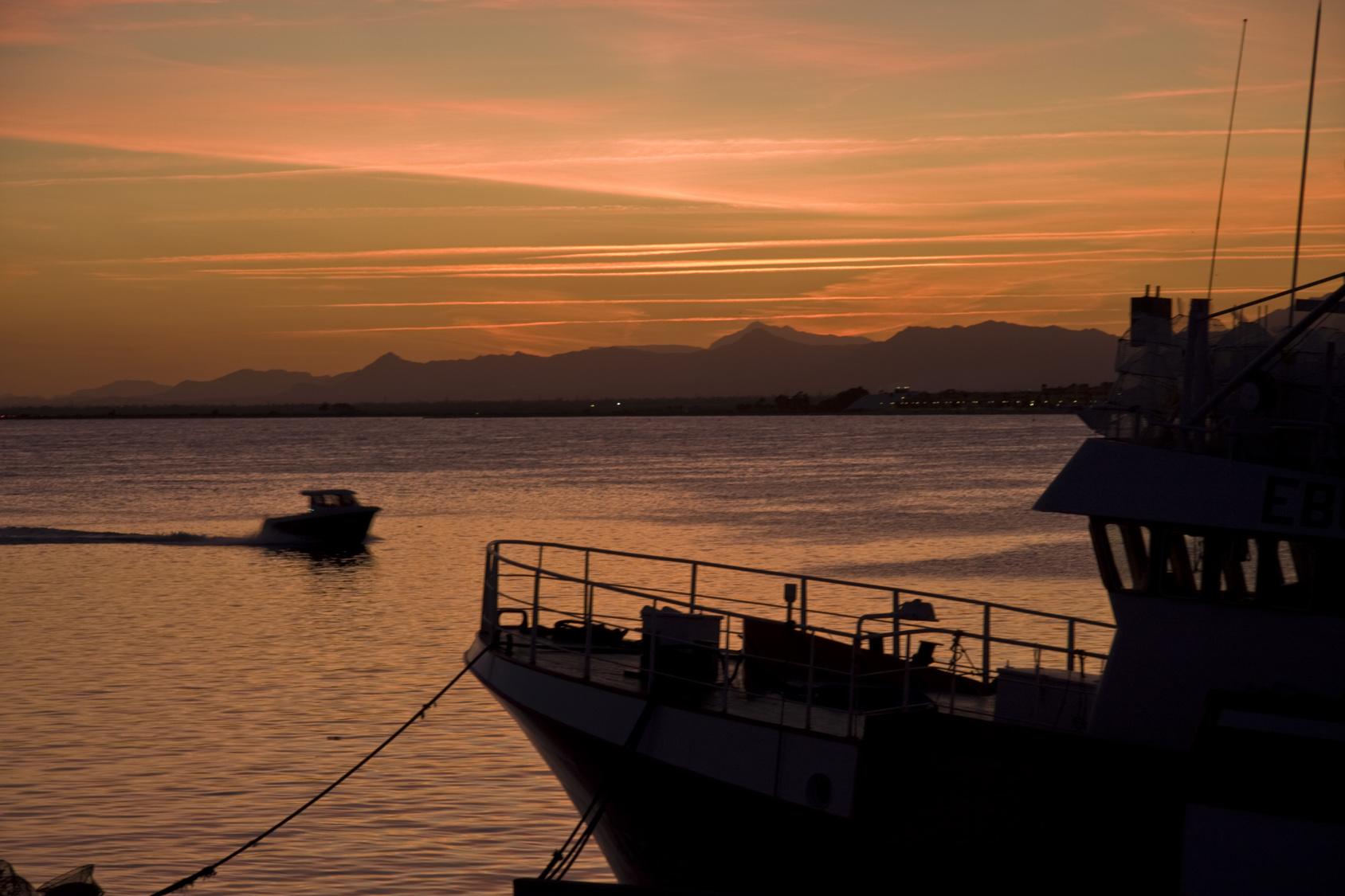 Amanece en el puerto de Santa Pola